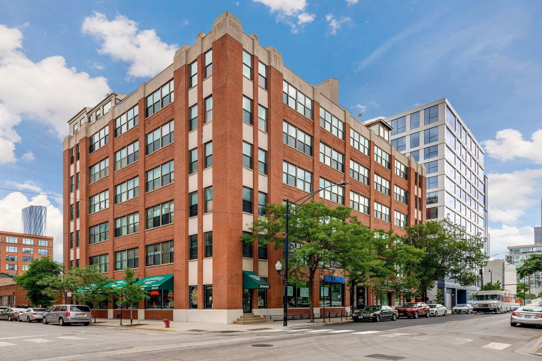 Condominiums for Sale at Spacious Loft 812 W Van Buren Street, Unit 3C Chicago, Illinois 60607 United States