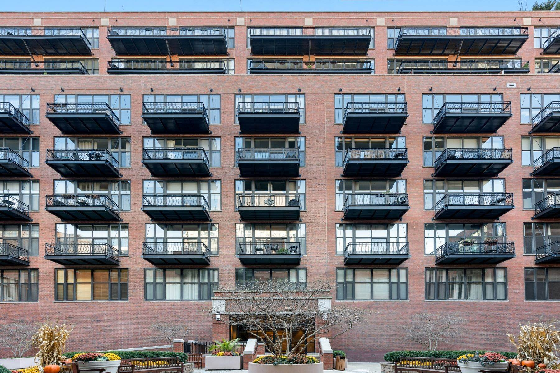 Property for Sale at Fully Renovated Loft 333 W Hubbard Street, Unit 422 Chicago, Illinois 60654 United States