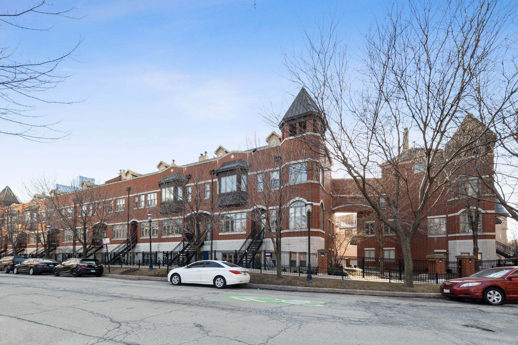 townhouses for Sale at Gorgeous Prairie District Townhome 1802 S Calumet Avenue Chicago, Illinois 60616 United States