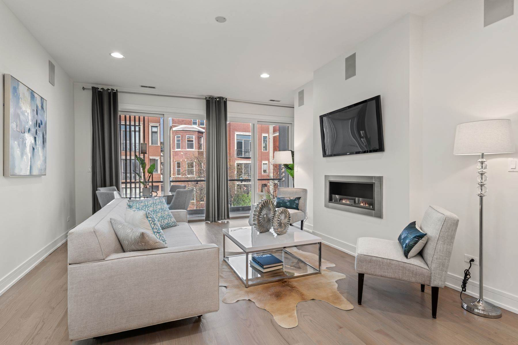 Condominiums for Sale at Sleek and Modern Two Bedroom Simplex 1021 N Hermitage Avenue, Unit 2 Chicago, Illinois 60622 United States