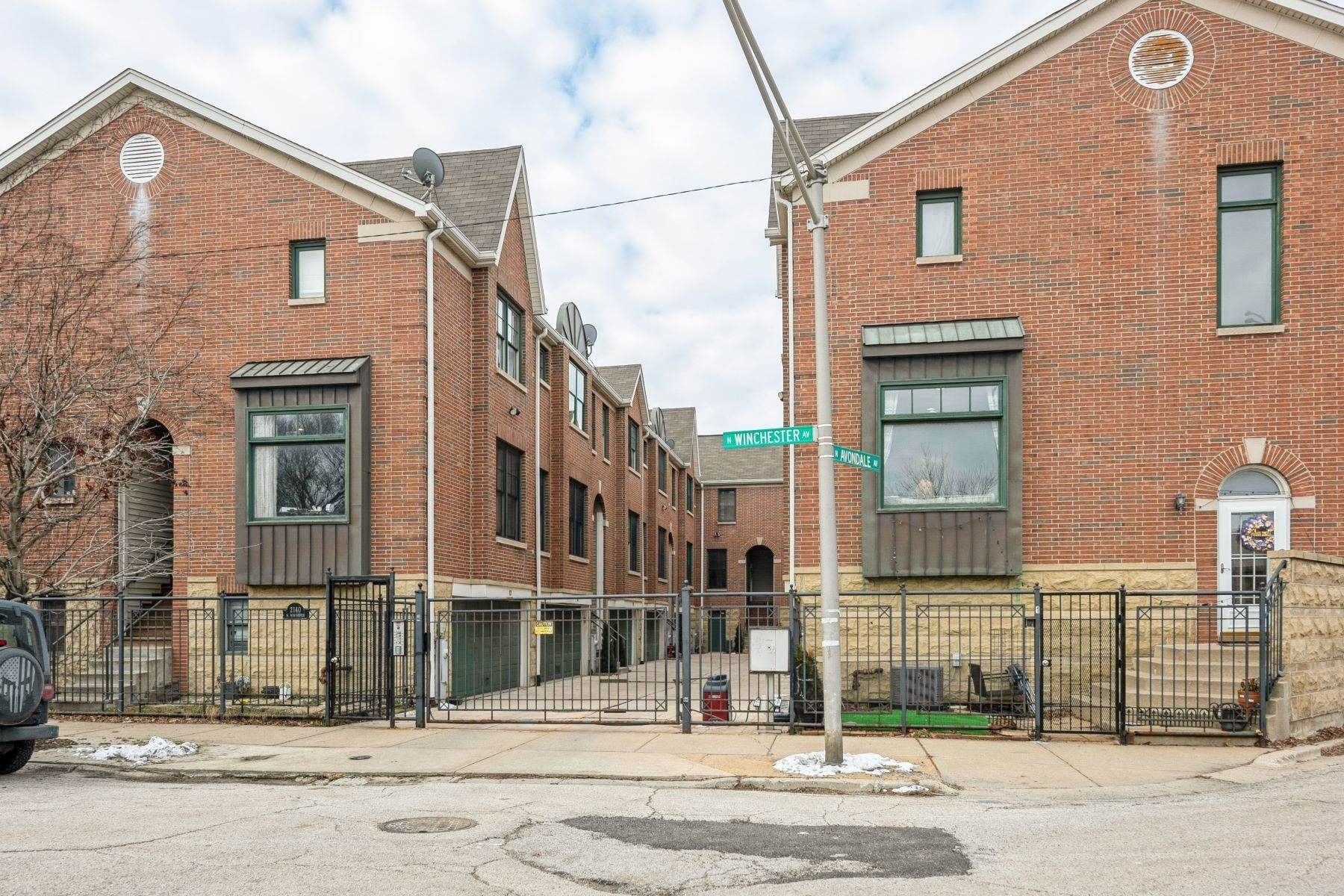 townhouses for Sale at Updated Corner Townhome 2140 N Winchester Avenue, 7 Chicago, Illinois 60614 United States