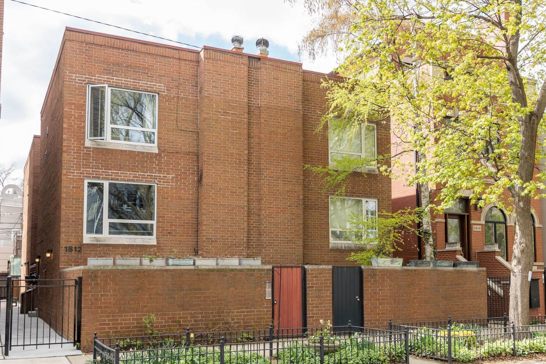 townhouses for Sale at Spacious Three Story Townhome 1814 N Hudson Avenue, Unit B Chicago, Illinois 60614 United States