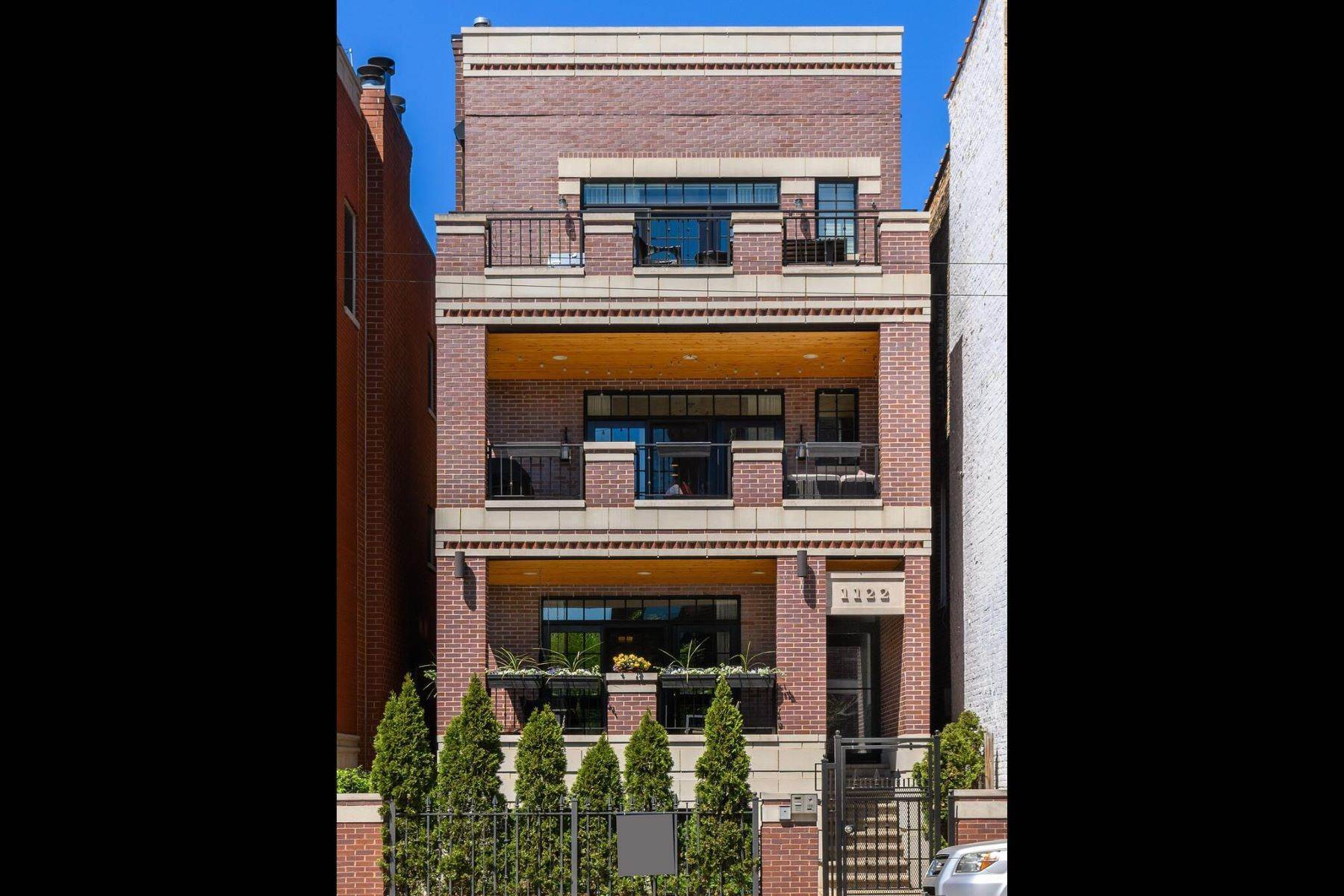 Duplex Homes for Sale at Elegant Four Bedroom Condo Duplex 1122 W Fullerton Avenue, Unit 1 Chicago, Illinois 60614 United States