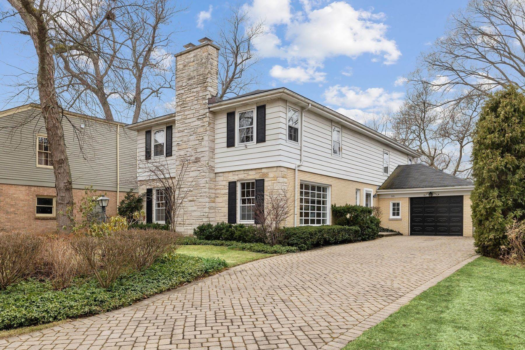 Single Family Homes for Sale at Indiana Hill Estates Elegance 921 Pontiac Road Wilmette, Illinois 60091 United States