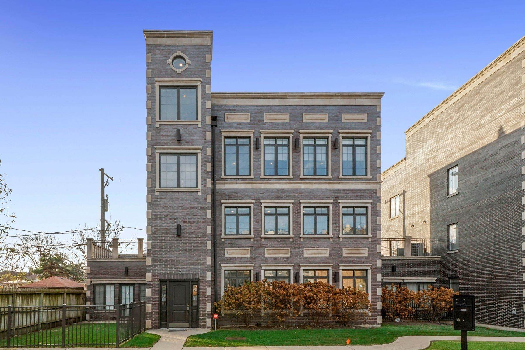 Single Family Homes for Sale at Tri-level Single Family Home in Andersonville 5954 N Paulina Street Chicago, Illinois 60660 United States