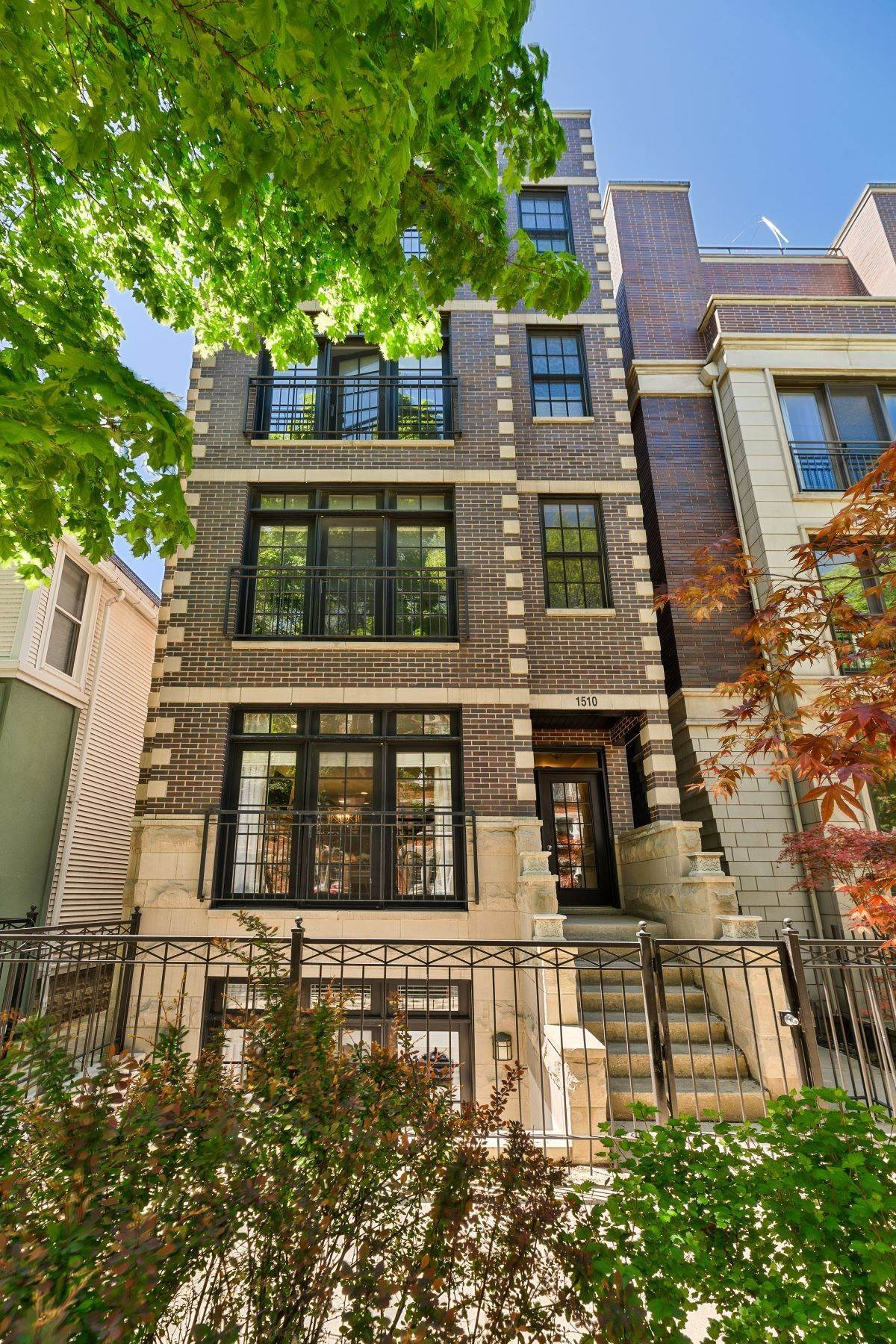 Duplex Homes for Sale at Spacious Old Town Duplex 1510 N Cleveland Avenue, Unit 1 Chicago, Illinois 60610 United States