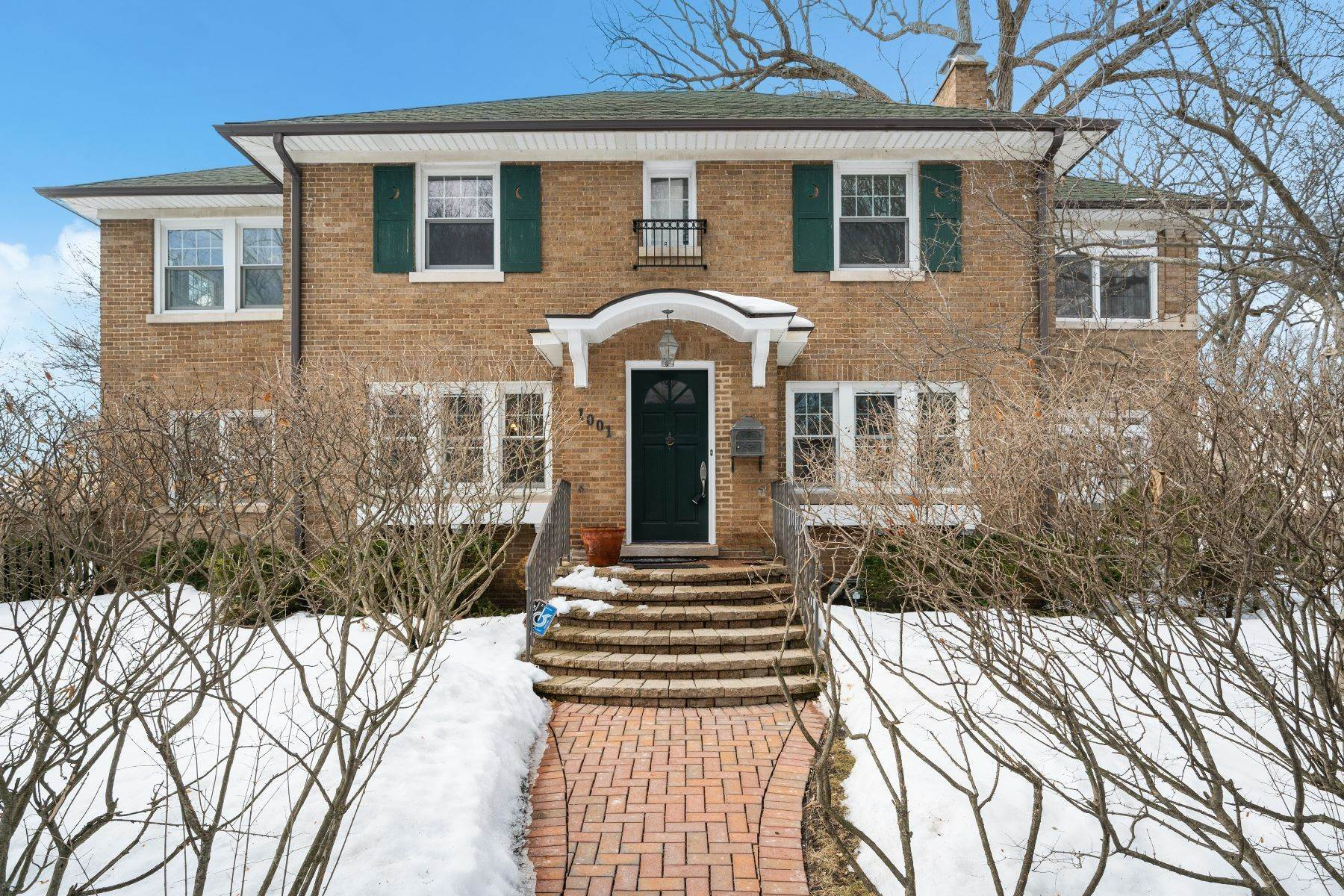 Single Family Homes للـ Sale في Extensively Renovated 1001 Linden Avenue Wilmette, Illinois 60091 United States