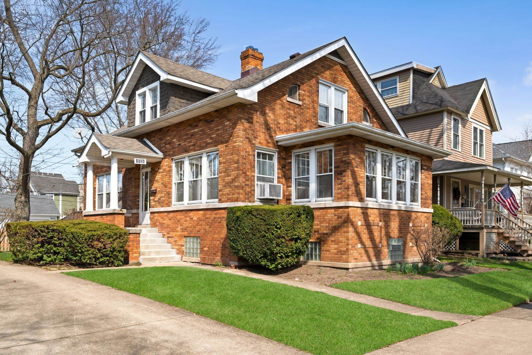Property for Sale at Stately Home 1524 Forest Avenue Wilmette, Illinois 60091 United States