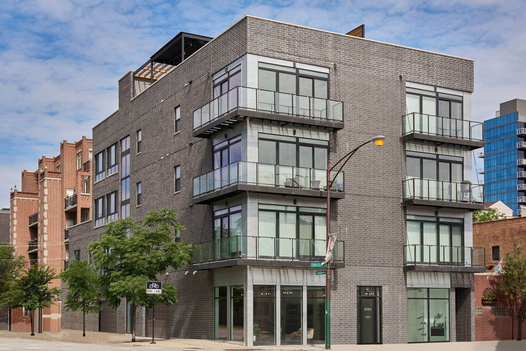 Condominiums for Sale at Incredible Fulton Market Home 440 N Halsted Street, Unit 3A Chicago, Illinois 60642 United States