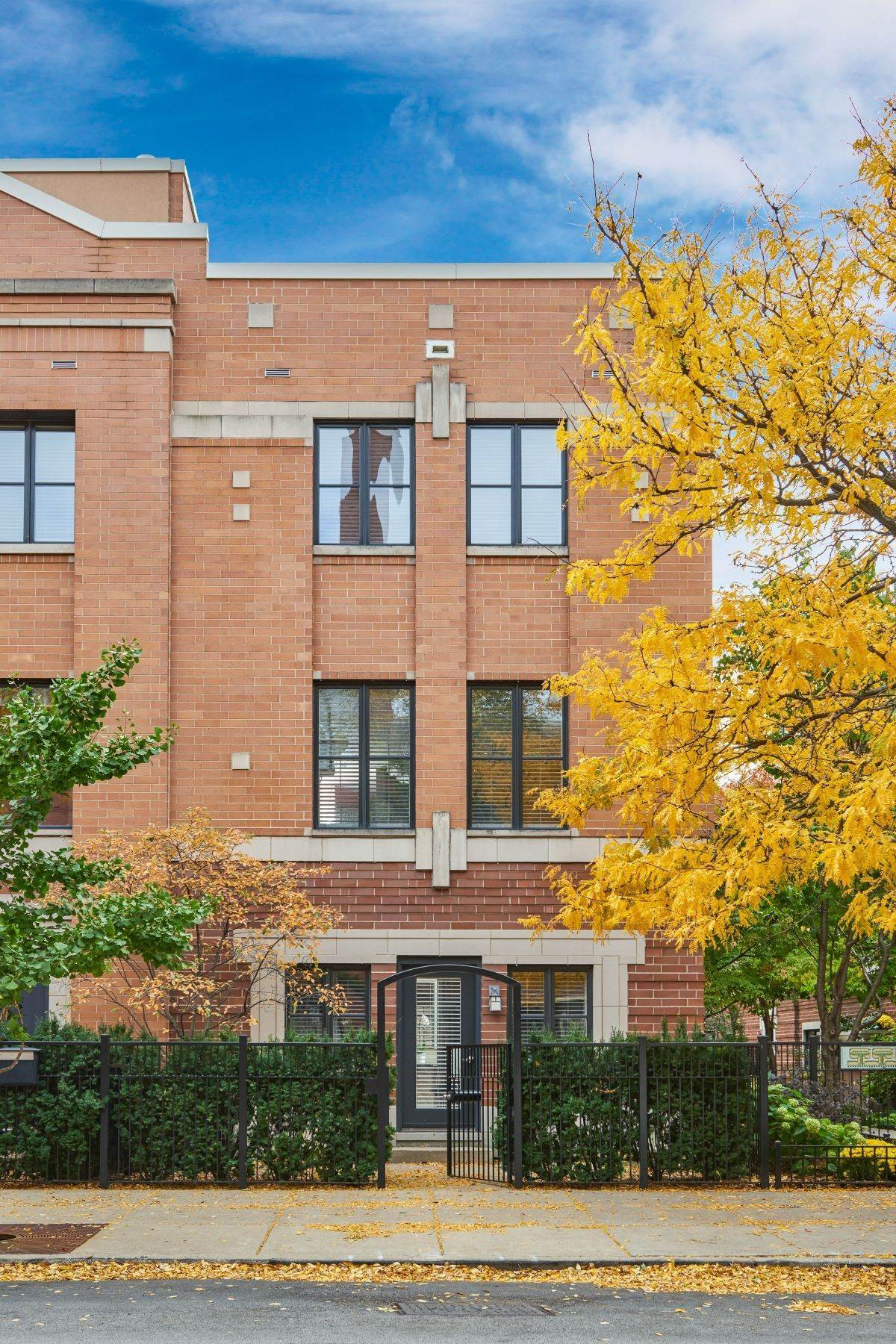 townhouses for Sale at Luxury West Loop Home 1137 W Monroe Street, Unit 1 Chicago, Illinois 60607 United States