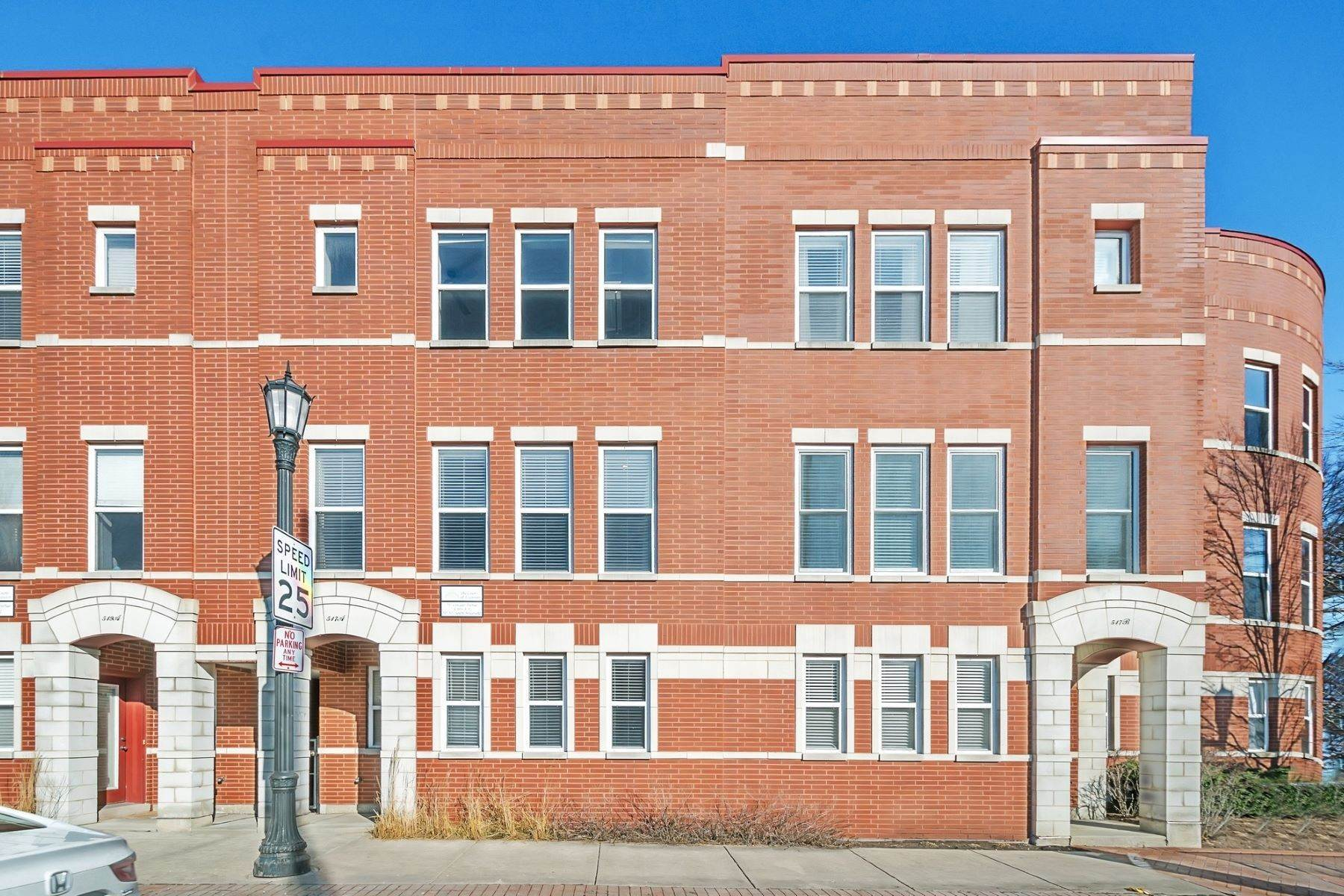 townhouses for Sale at Fantastic Evanston Townhome 517 Chicago Avenue, Unit A Evanston, Illinois 60202 United States