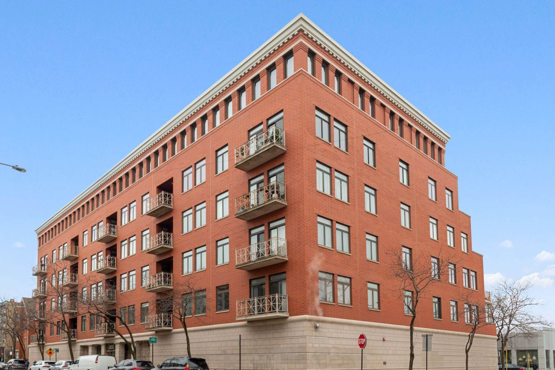Condominiums for Sale at Newly Renovated Condo 1155 W Armitage Avenue, Unit 404 Chicago, Illinois 60614 United States