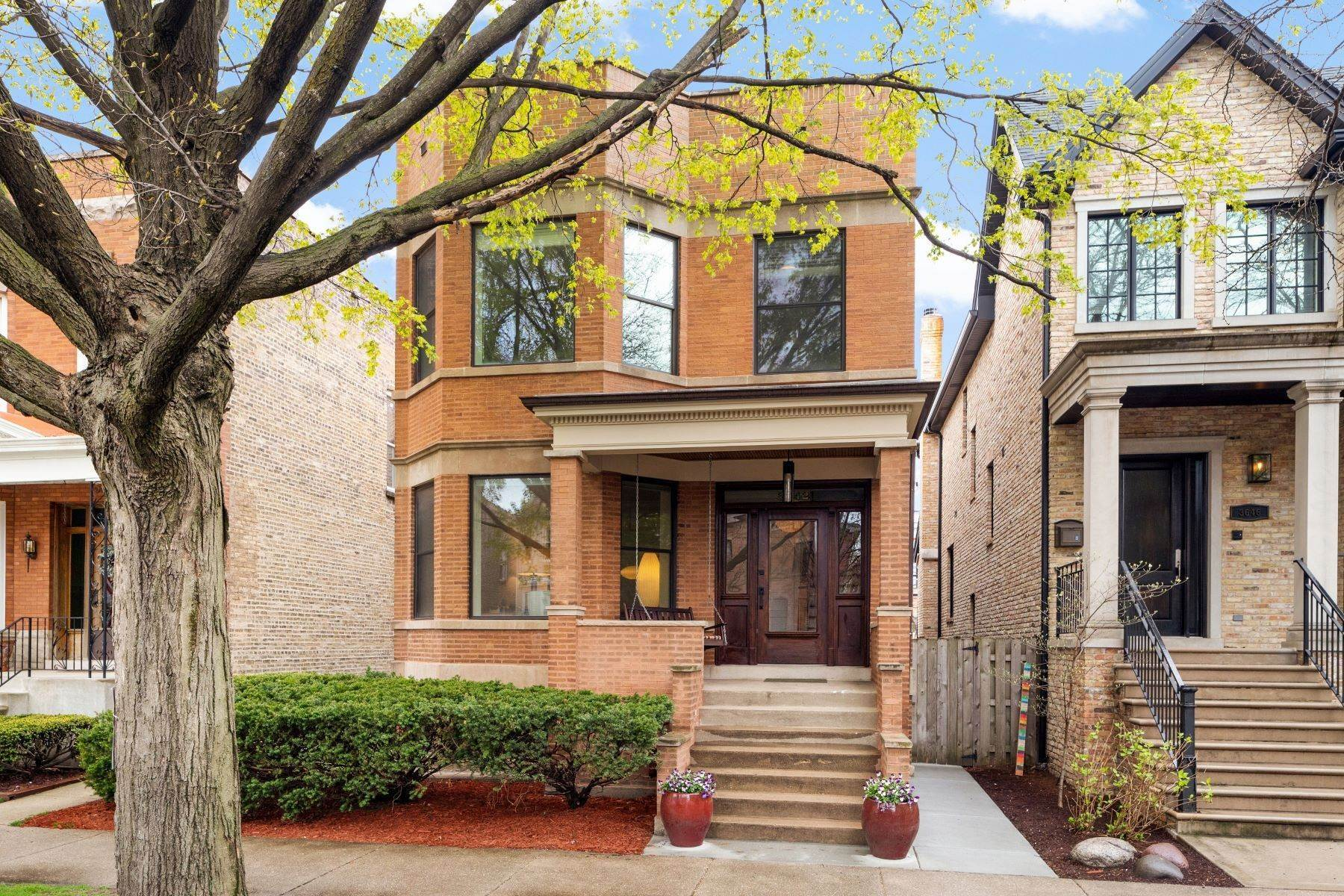 Single Family Homes for Sale at Rare Opportunity for the Home of Your Dreams 3642 N Hamilton Avenue Chicago, Illinois 60618 United States