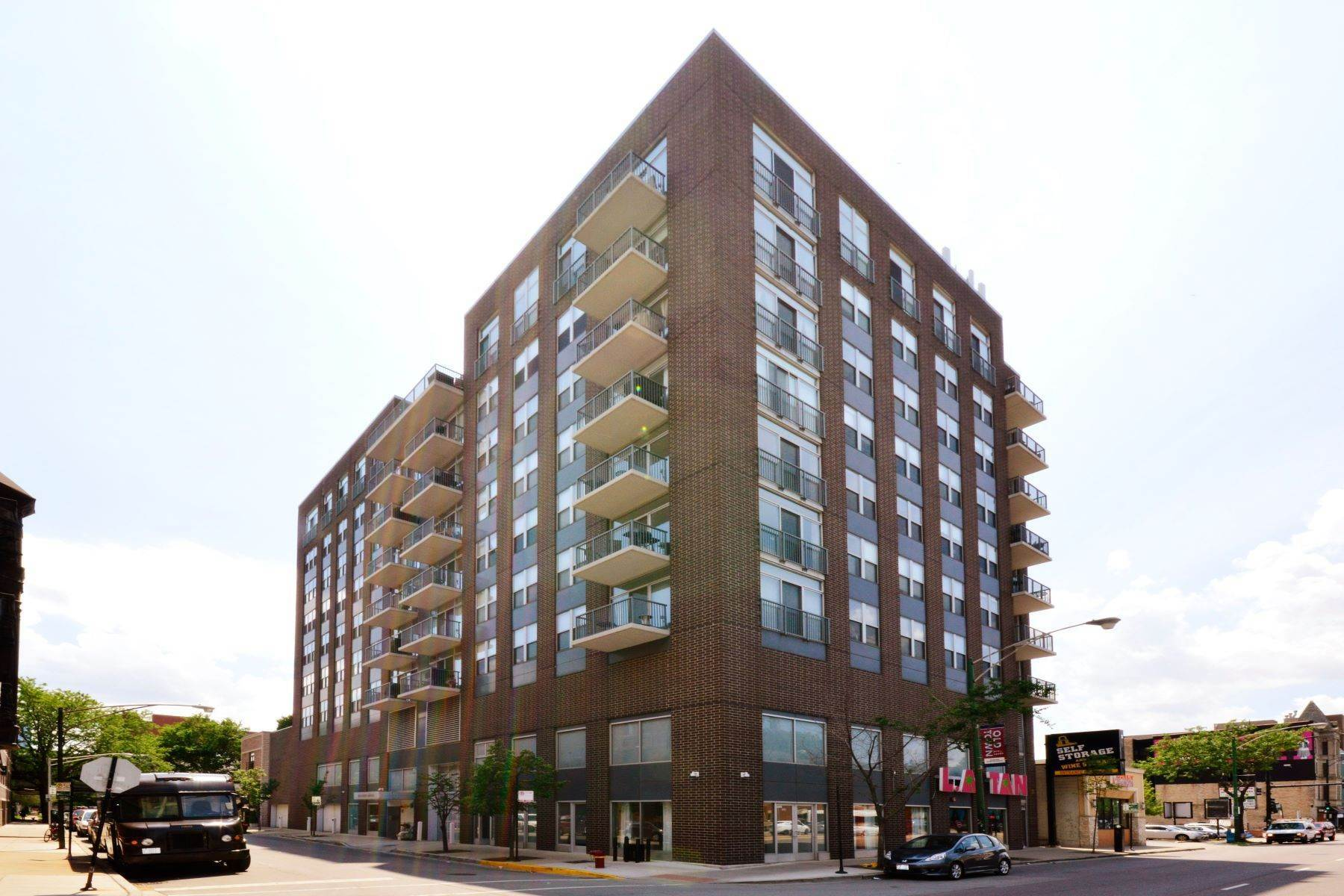 1. Condominiums at 1546 N Orleans Street, Unit 608 Chicago, Illinois 60610 United States
