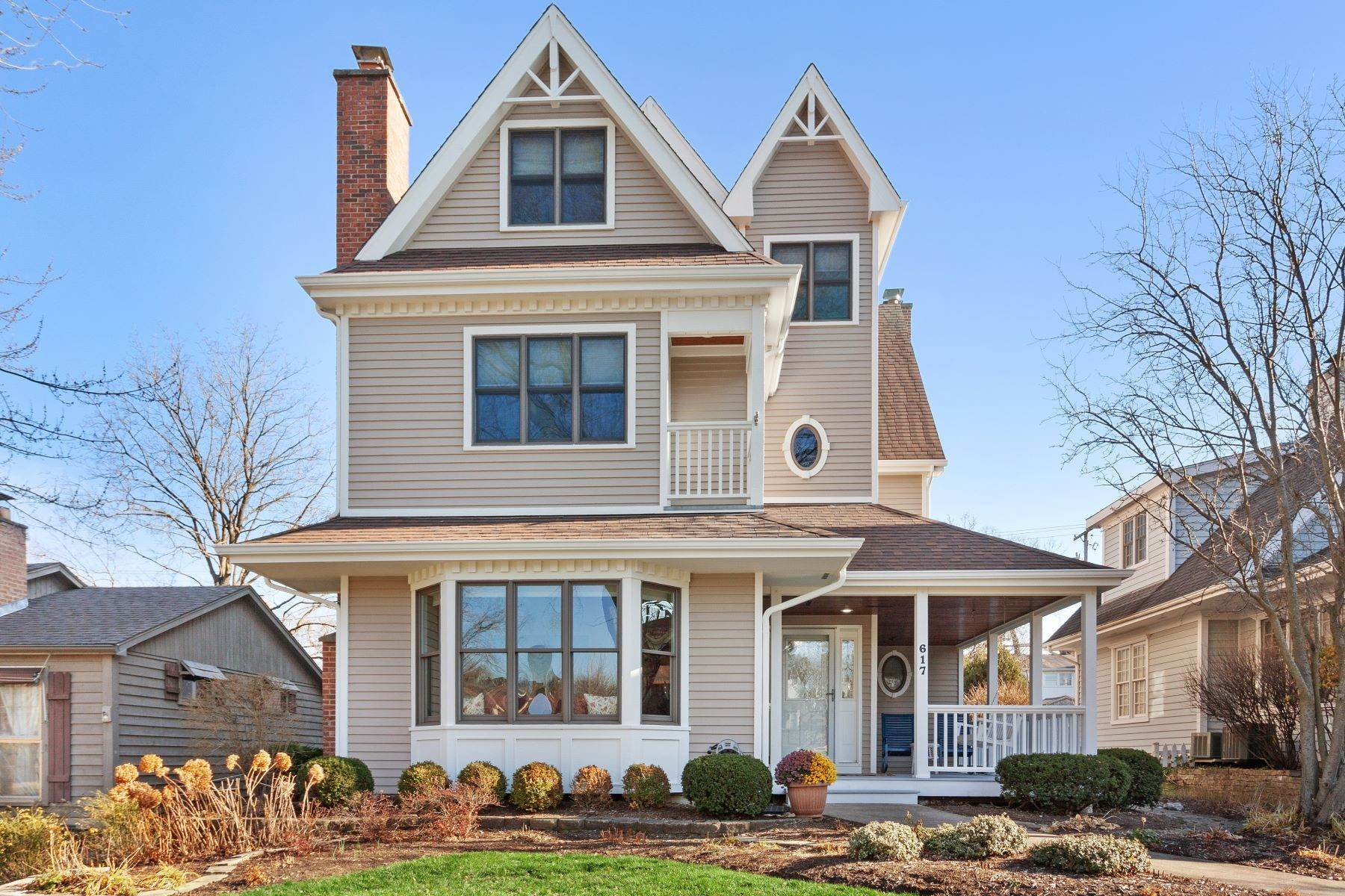 Single Family Homes pour l Vente à Remarkable Location 617 S Thurlow Street Hinsdale, Illinois 60521 États-Unis