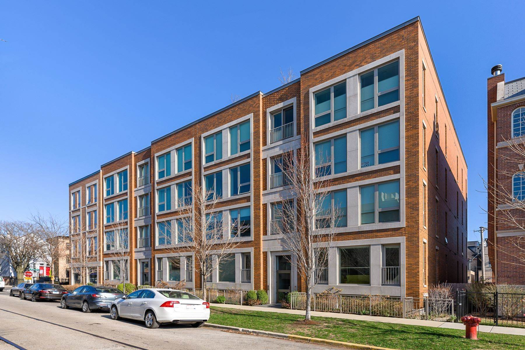 Duplex Homes for Sale at Sun-Filled Duplex Condo 2749 N Lakewood Avenue, Unit 1S Chicago, Illinois 60614 United States