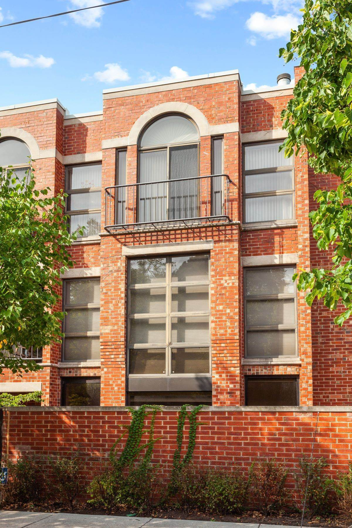 townhouses for Sale at Fabulous Lincoln Park Townhouse 416 W Grant Place Chicago, Illinois 60614 United States
