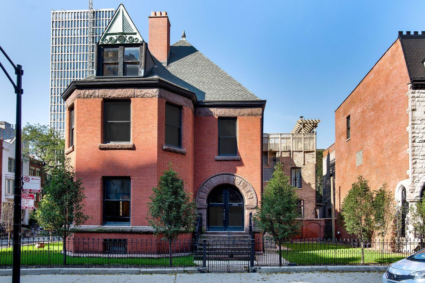 Single Family Homes for Sale at Historic Gem in the Heart of the Gold Coast 1236 N Astor Street Chicago, Illinois 60610 United States