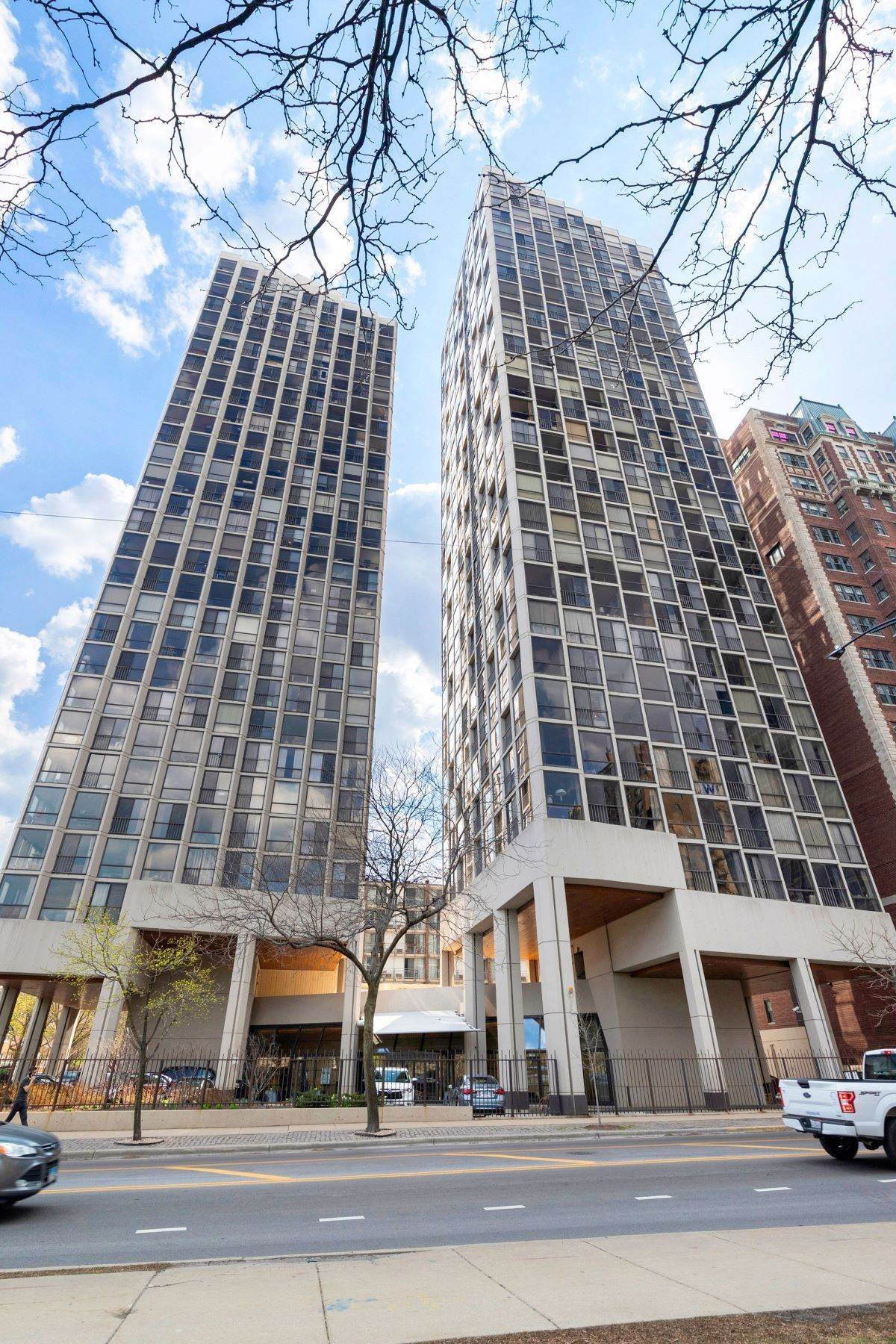 Condominiums for Sale at Spacious Condo 345 W Fullerton Parkway, Unit 1407 Chicago, Illinois 60614 United States