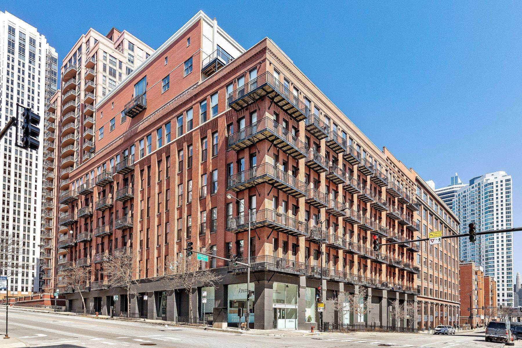 Duplex Homes for Sale at Dramatic Fulton Market Duplex Penthouse 616 W Fulton Street, Unit 705 Chicago, Illinois 60661 United States