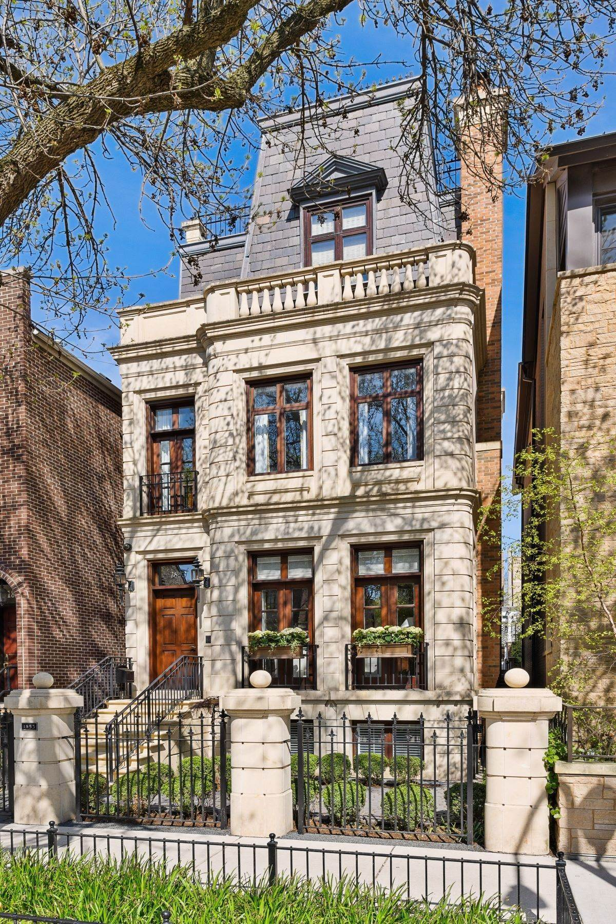 Single Family Homes for Sale at Stunning and Incredibly Designed Home 1853 N Orchard Street Chicago, Illinois 60614 United States
