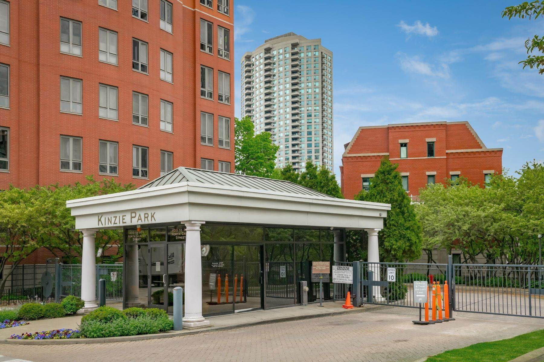 Condominiums for Sale at Kinzie Park Tower 501 N Clinton Street, Unit 1005 Chicago, Illinois 60654 United States