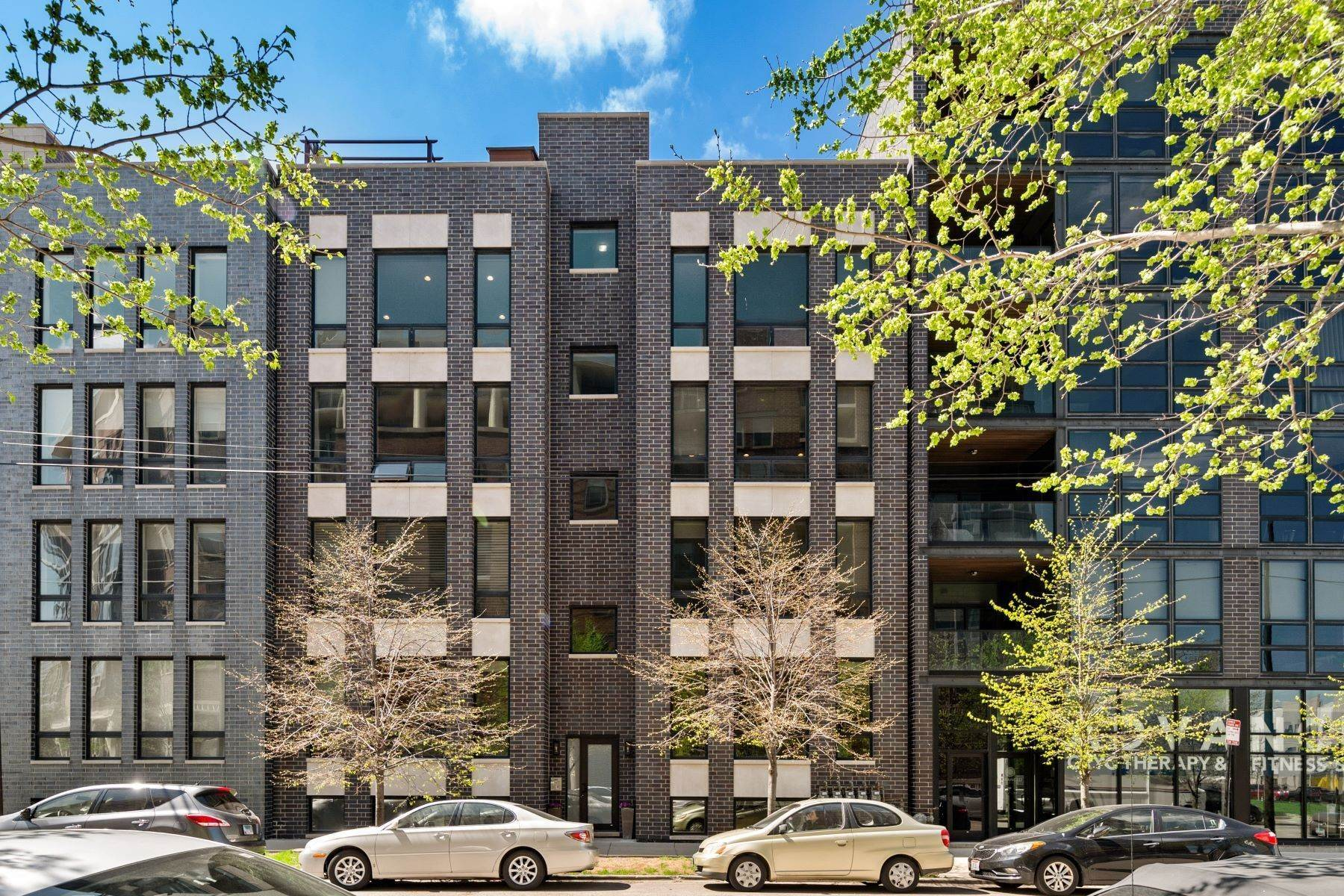 Property for Sale at Stunning, Contemporary Condo-Duplex 1014 N Larrabee Street, Unit 1N Chicago, Illinois 60610 United States