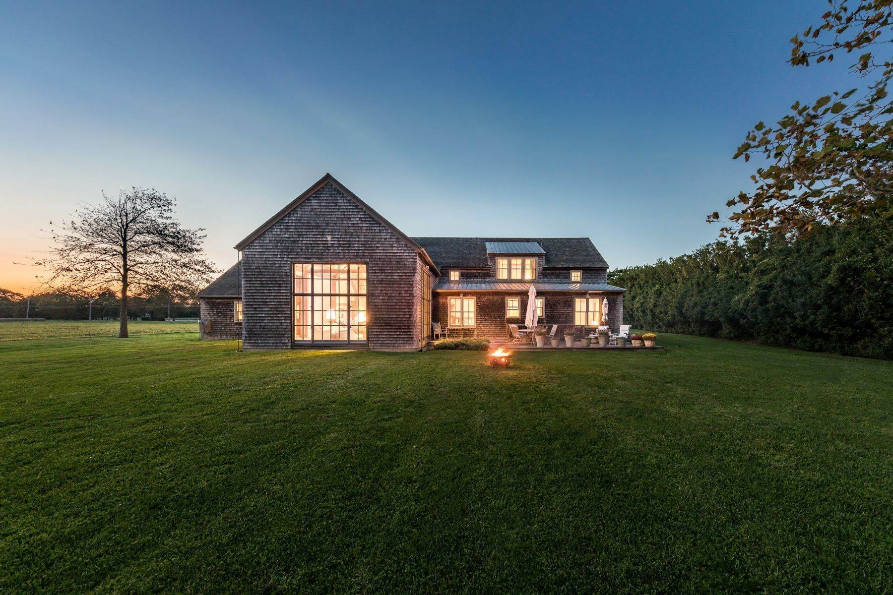 Single Family Homes bei Sagaponack Farmhouse Splendor 543 Hedges Lane Sagaponack, New York 11962 Vereinigte Staaten