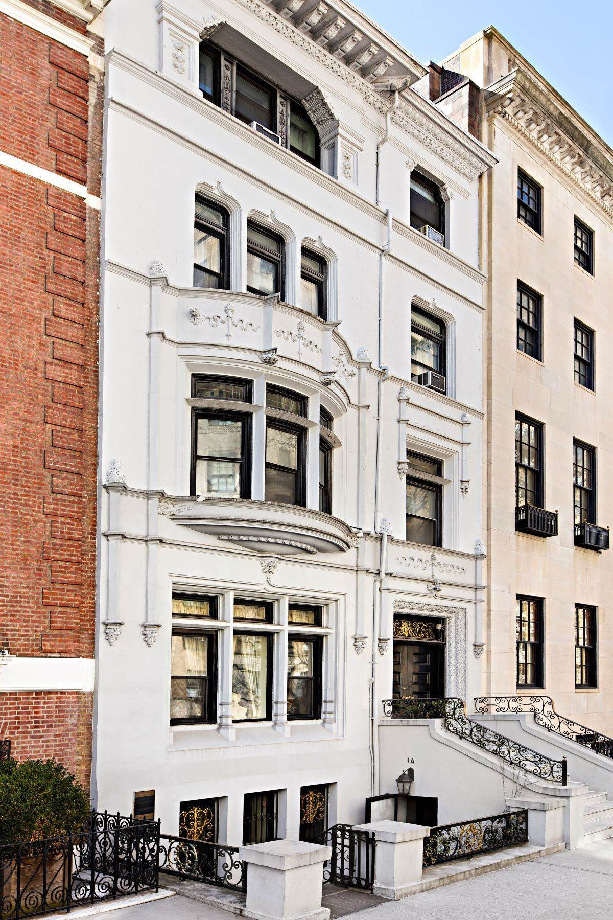 townhouses pour l Vente à 30' Historic Townhouse Opportunity 14 East 69th Street New York, New York 10021 États-Unis